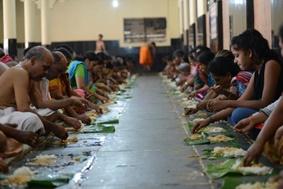 インド 手で食べる技